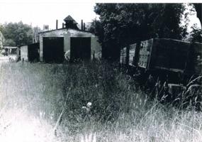 ehemaliger Lokschuppen des Kieswerkes.